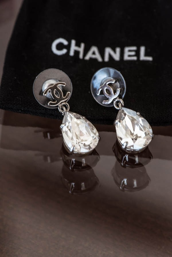 Glamorous teardrop Chanel earrings