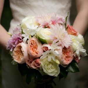 Elegant mixed wedding bouquet