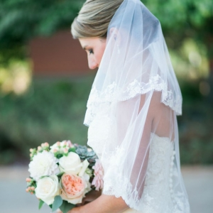 Classic bridal portrait with bouquet