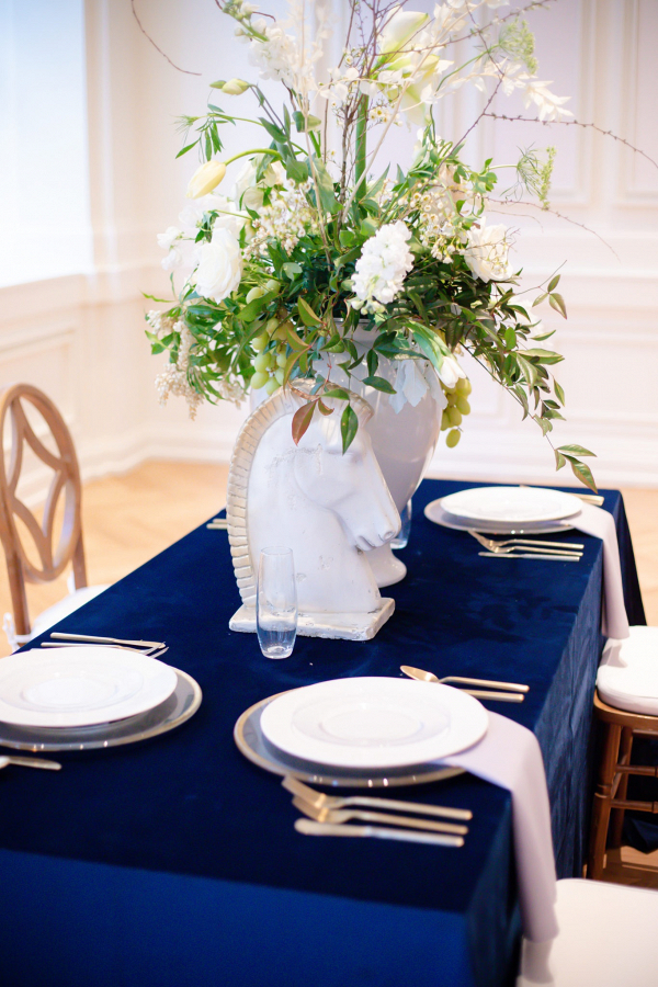 Modern Cinderella wedding table with statues