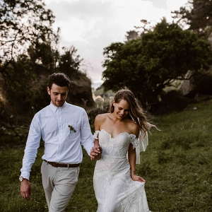 Simple Feminine Rustic Wedding by Kelly Oliver Photography