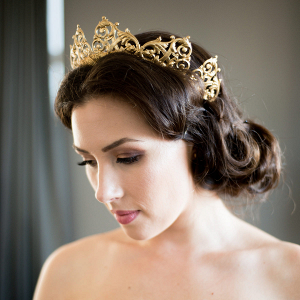 bride-wearing-crown