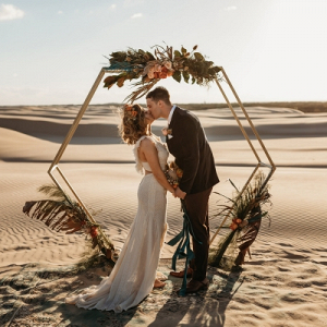 Desert ceremony with hexagon arch