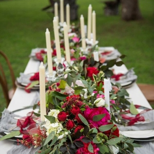 floral-table-garland-with-taper-canldes-550x826