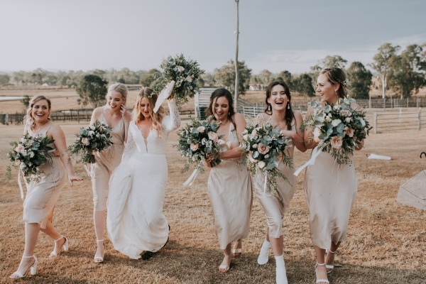 Bridesmaids in champagne dresses