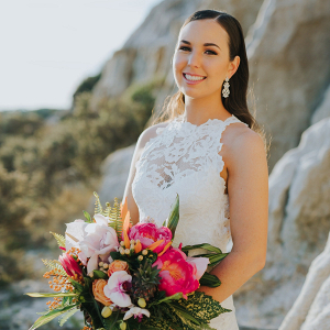 Bride with vibrant tropical bouquet