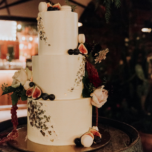 White-wedding-cake-with-gold-figs