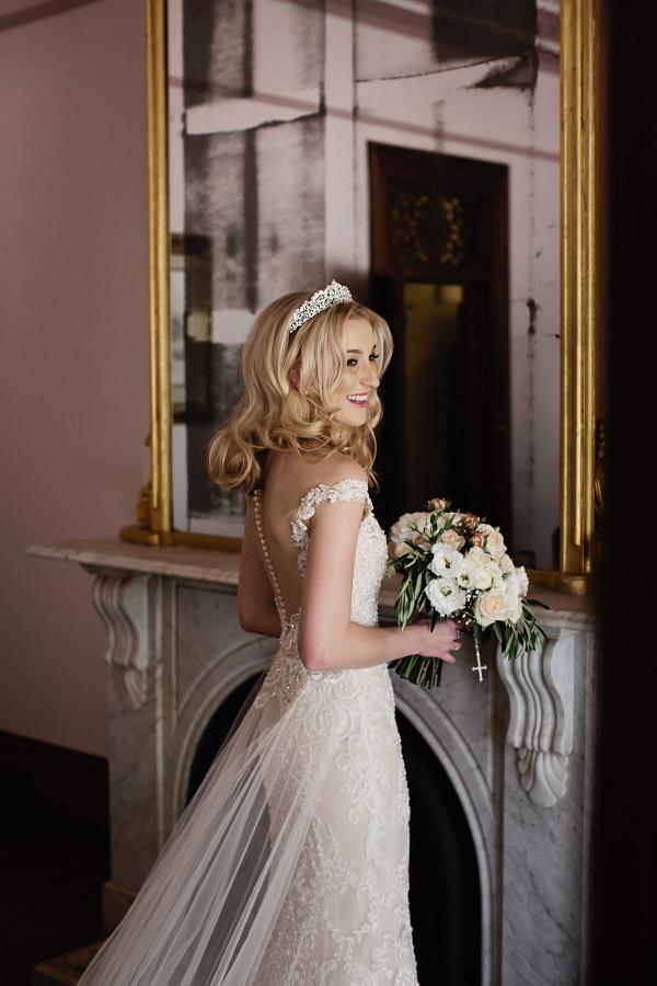 Elegant tulle train wedding dress