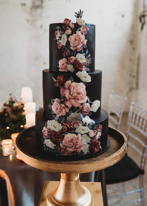 black-wedding-cake-with-flowers