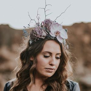modern-floral-hairpiece