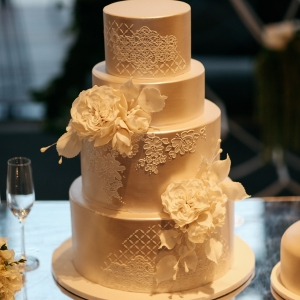 Pearl White Wedding Cake