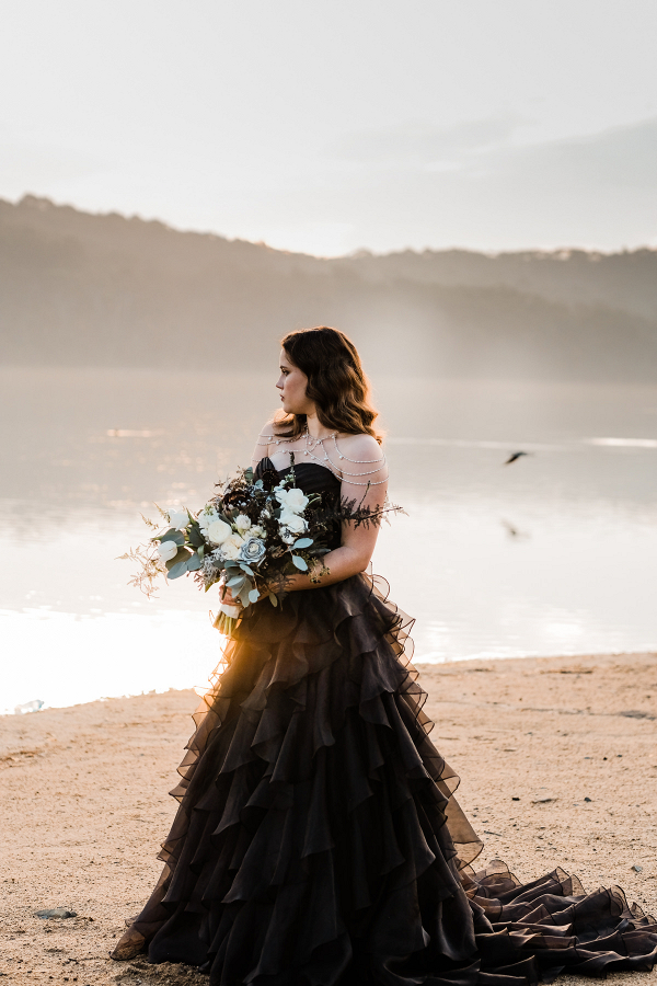 146267-dramatic-black-sunset-wedding-inspiration-by-dewinta-dandot-photography