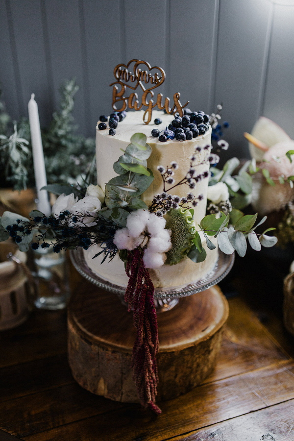 Small wedding cake with organic florals