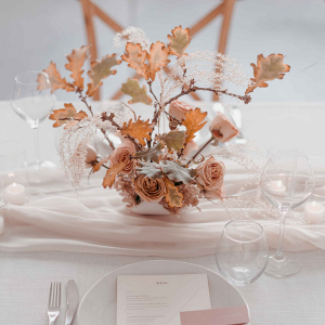 Minimalist wedding table in neutral hues