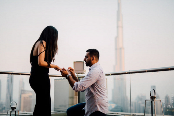 Romantic cityscape engagement in Dubai