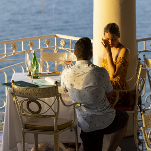 Seaside engagement in Sorrento