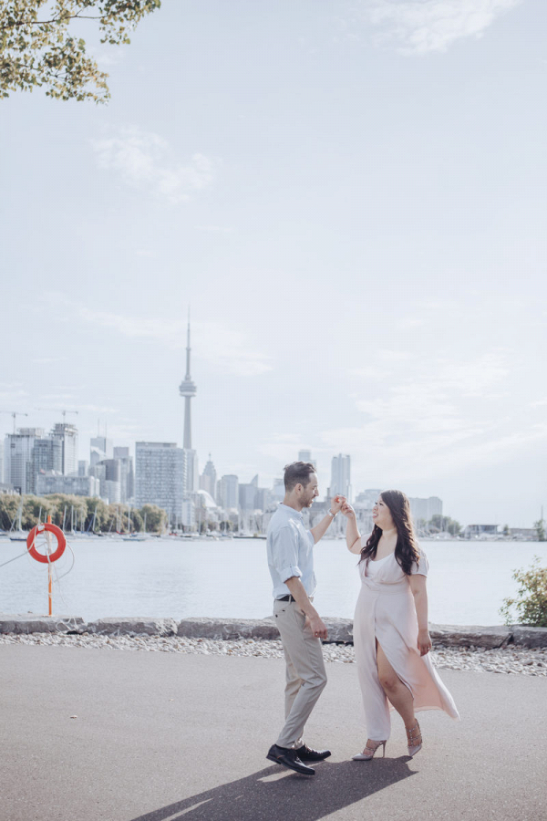 Urban views of Toronto with two lovebirds