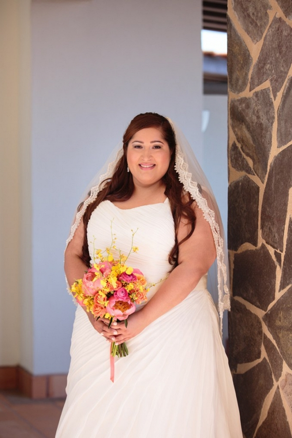 plus size bride, bouquet, destination wedding, los cabos