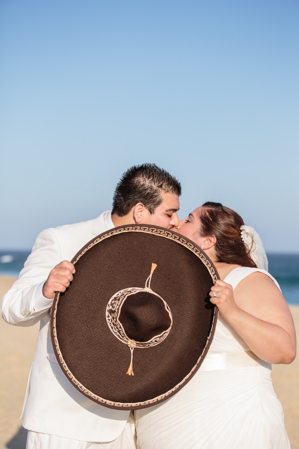 plus size bride, destination wedding, plus size bride and groom kissing, sombrero
