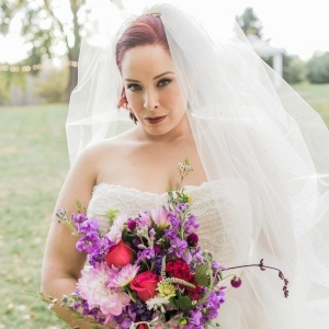 plus size bride, midwest, fall wedding, bouquet, plus size wedding dress