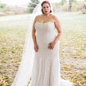 plus size bride, fall wedding