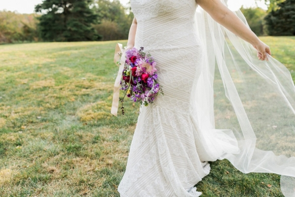 plus size bride, midwest, fall wedding, bouquet, plus size wedding dress