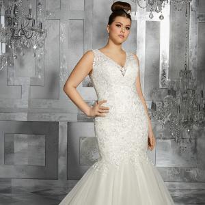 73128f4136a Pretty Pear Bride - Aisle Society
