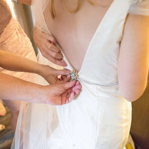 This bride used her grandmothers broach as her something blue!