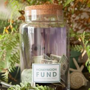 Learn how to make your own Honeymoon fund photo jar!