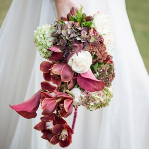 Garnet red wedding bouquet