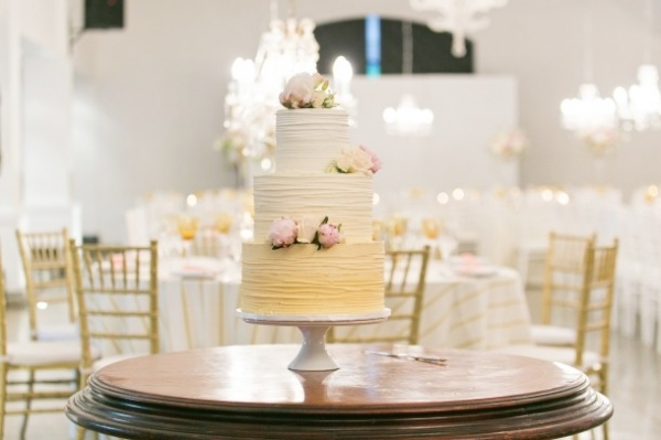 Peach ombre wedding cake