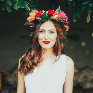 Boho bride in colorful flower crown