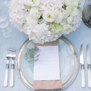 Blue, gold & white place setting