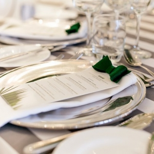 Place settings with bows