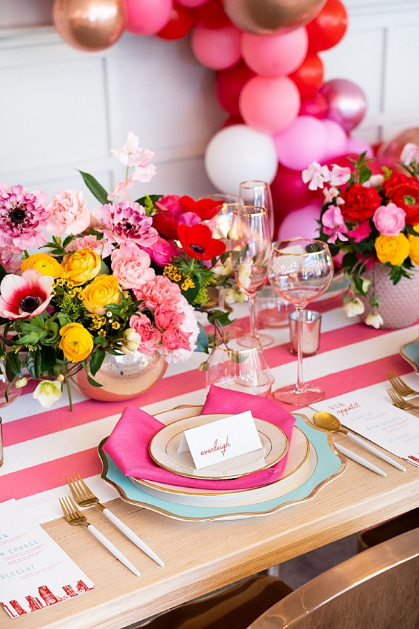 Colorful retro pink wedding table