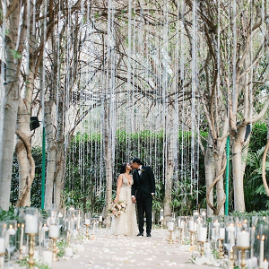 Hanging beads ceremony backdrop