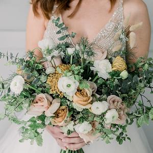 Neutral organic bridal bouquet