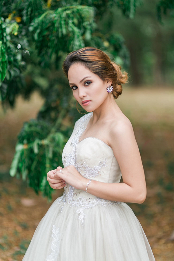 Romantic Glam Bridal Style Capturing Smiles Photography