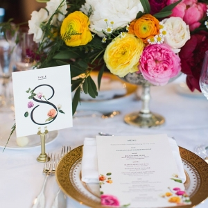 Gold Rim Charger Place Setting With Low Centerpiece Cambridge Harvard Wedding Ashley Caroline Photography