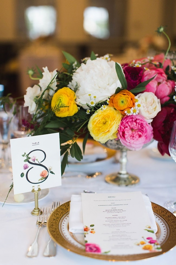 Gold Rim Charger Place Setting With Low Centerpiece Cambridge Harvard Wedding Ashley Caroline Photography