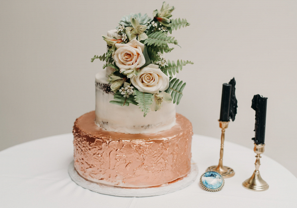 Wedding cake with succulent and roses