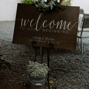 Wooden welcome calligraphy sign