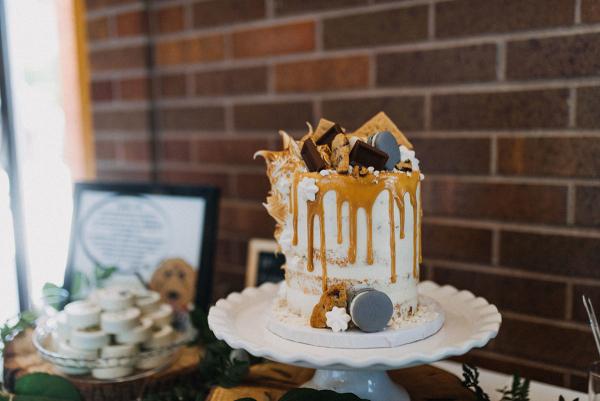 Wedding cake with macarons