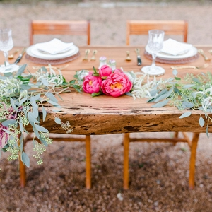 Wood Slice Table Setting In An Urban Garden Locale Twin Lens Weddings