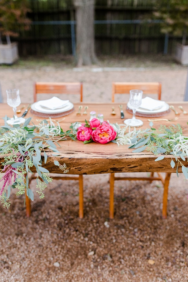 Wood Slice Table Setting In An Urban Garden Locale Twin Lens Weddings