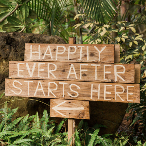 Whimsical and Modern Wedding Inspiration on Hawaiis North Shore Chelsea Stratso