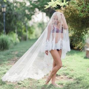 A bohemian bridal boudoir shoot