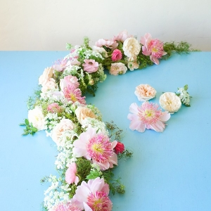 A DIY floral garland tutorial from Tulipina