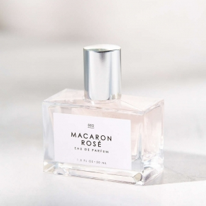 A sweet and feminine bridal perfume with notes of rose and macaron