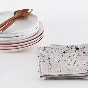 Splatter-painted linen napkin set